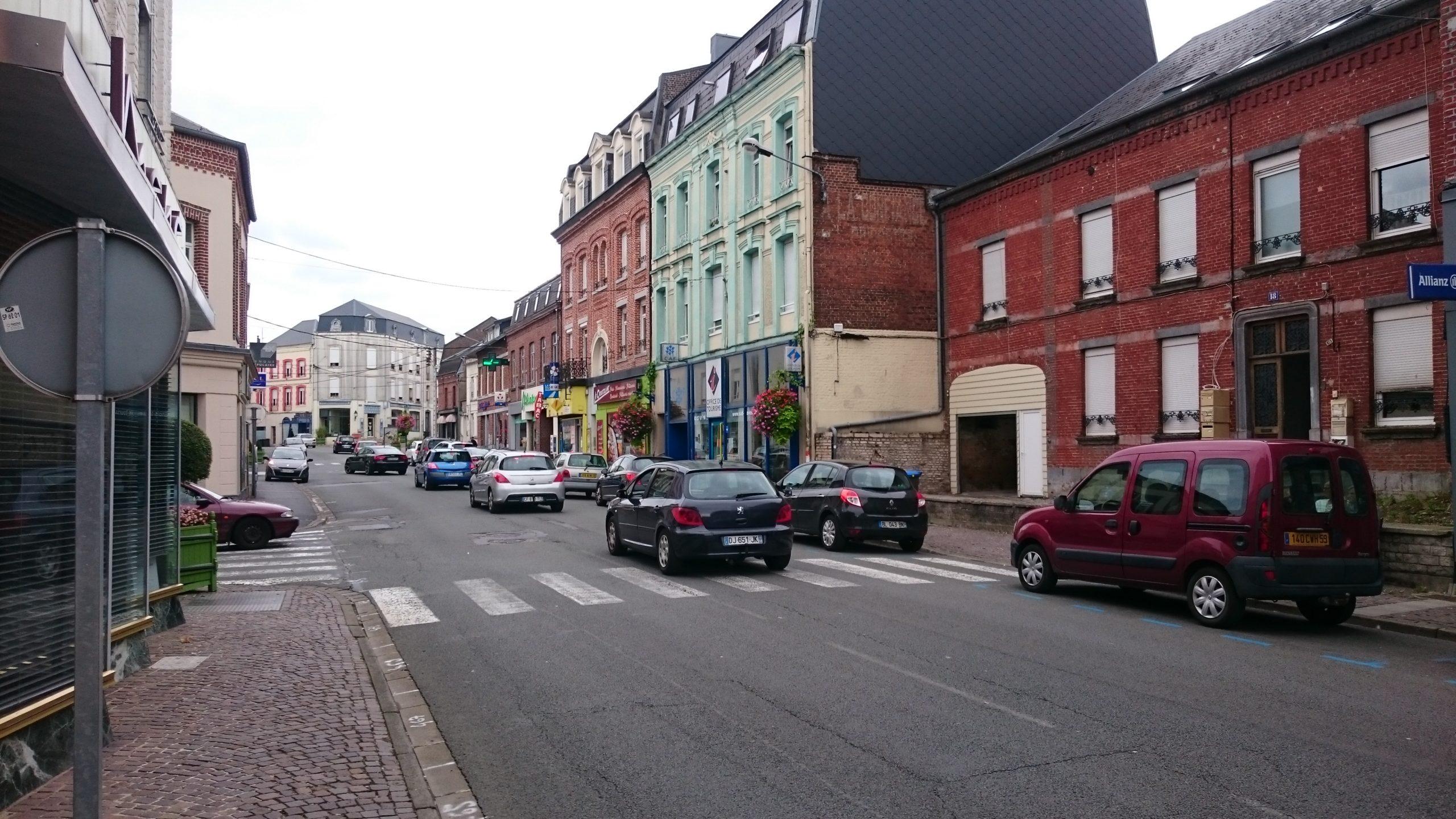 la rue commerçante Jean Jaurès, dans le centre de Fourmies